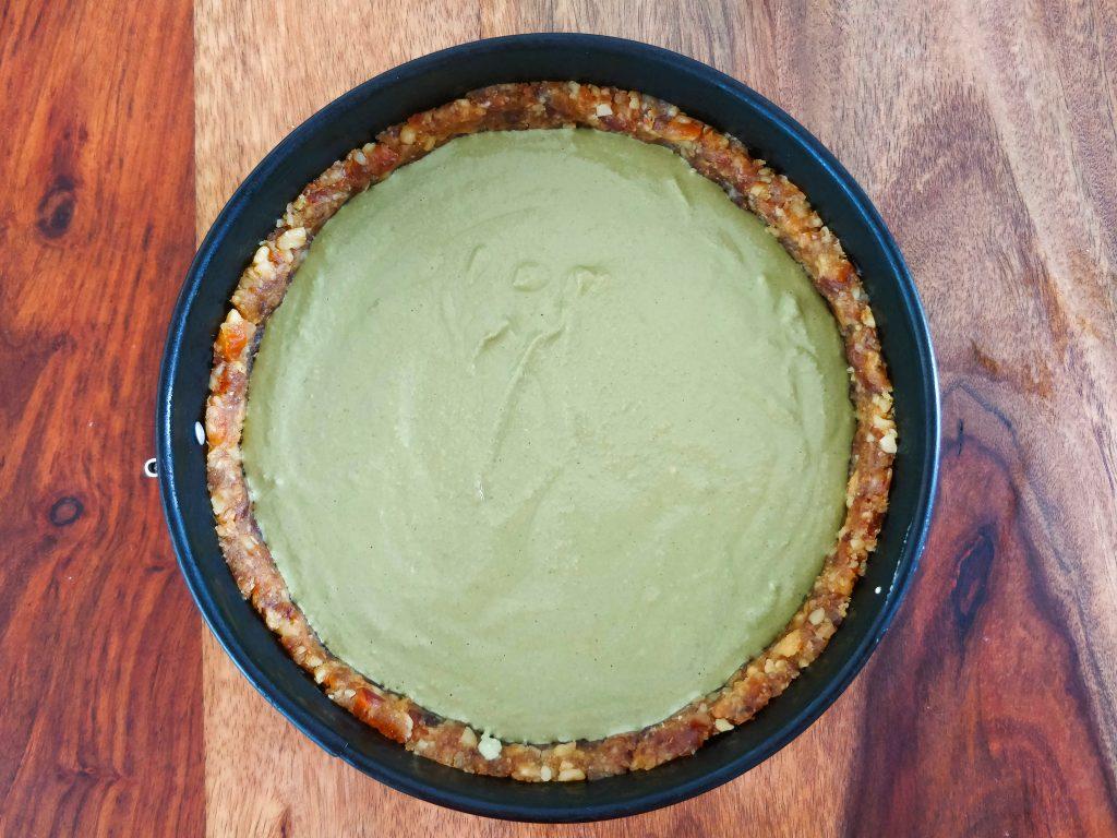 Matcha-Kokos-Cheesecake mit Füllung