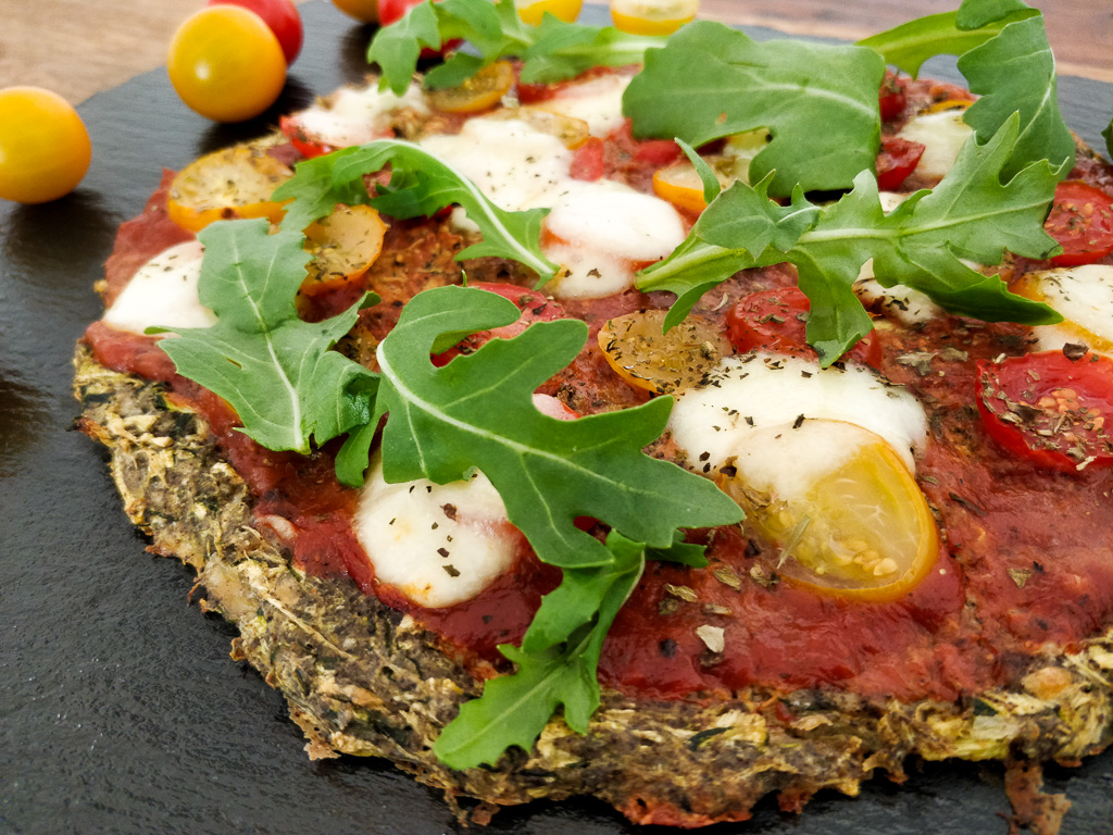 Low-Carb Pizza mit Zucchiniboden